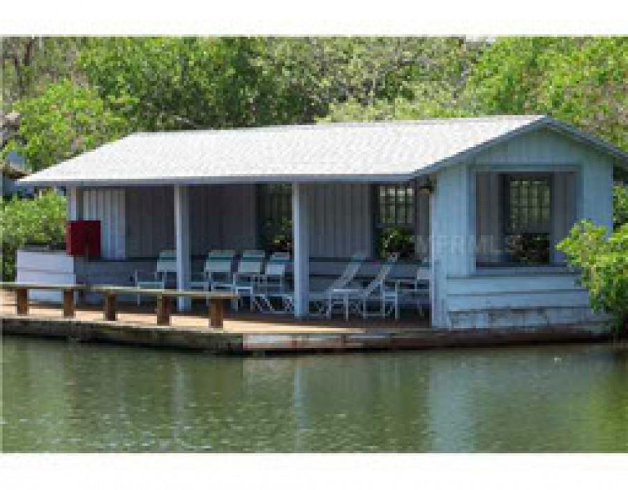 Boathouse - fishing dock