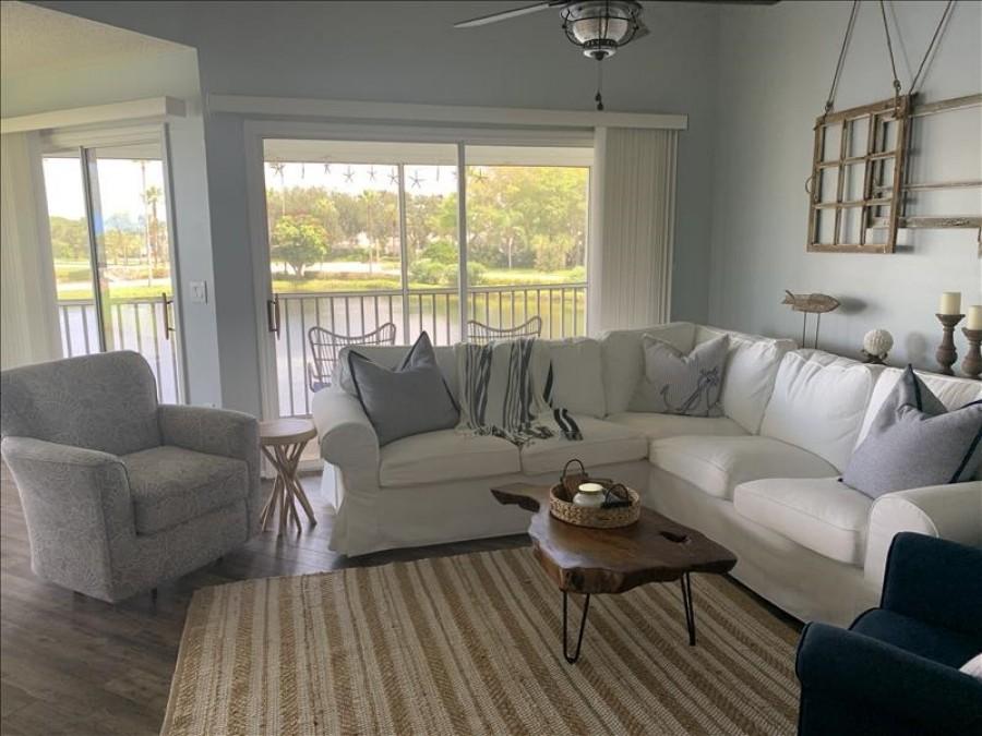 Living Room/Lake view