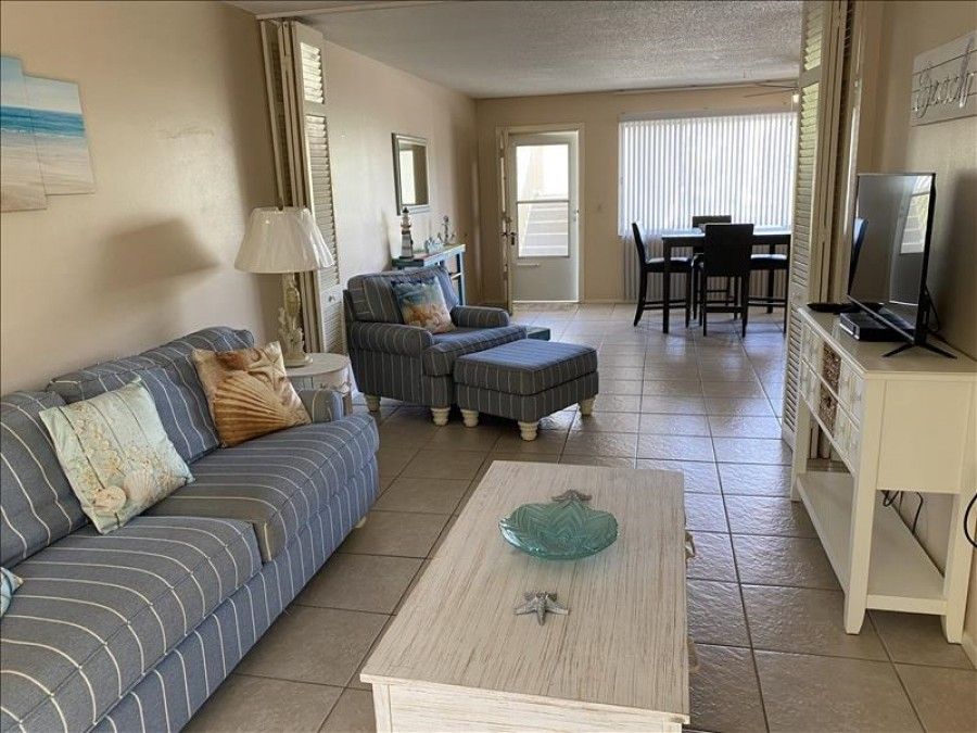 Living room/ Sofa opens up